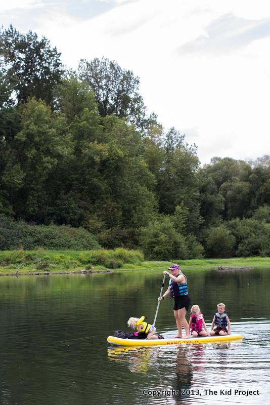 family paddling on Willamette River