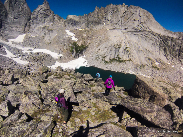 Fun scramble down from the nob to Cirque Lake