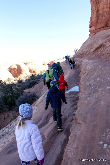 Hiking Deicalte Arch with young kids