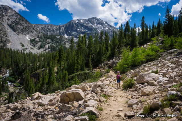 Family hiking in the SAwtooths of Idaho