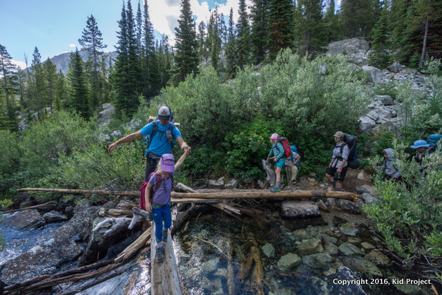 river crossing hiking Sawtooths