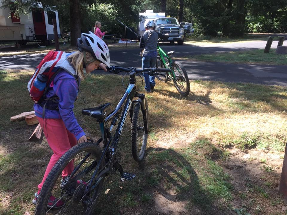 family biking Oregon